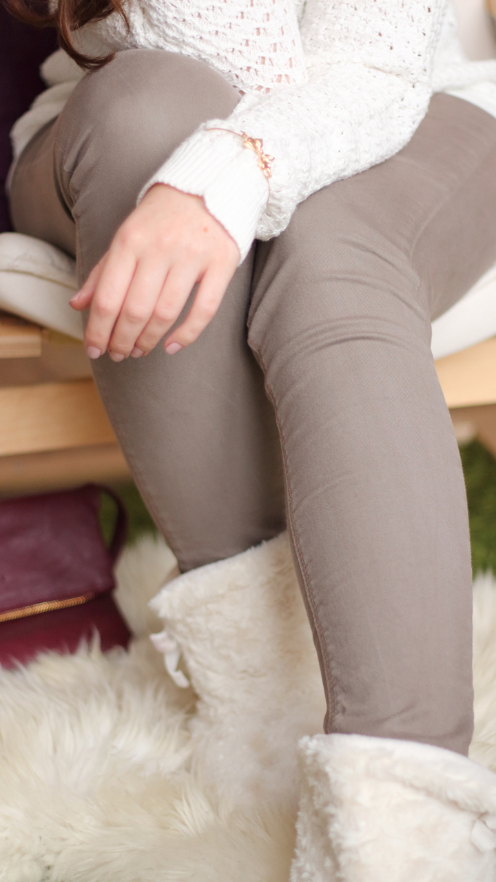 4 advent wei er pullover und beiger jeans justmyself. Black Bedroom Furniture Sets. Home Design Ideas