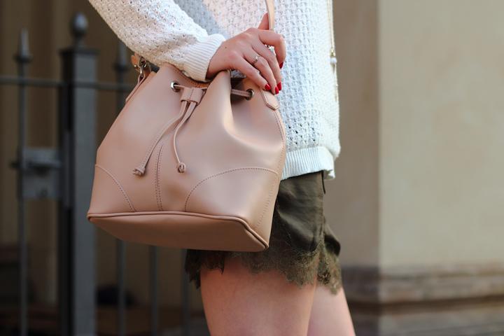 justmyself_fashionblog_deutschland_autumn_herbst_fall_outfit_khaki_short_weisser_pullover_6