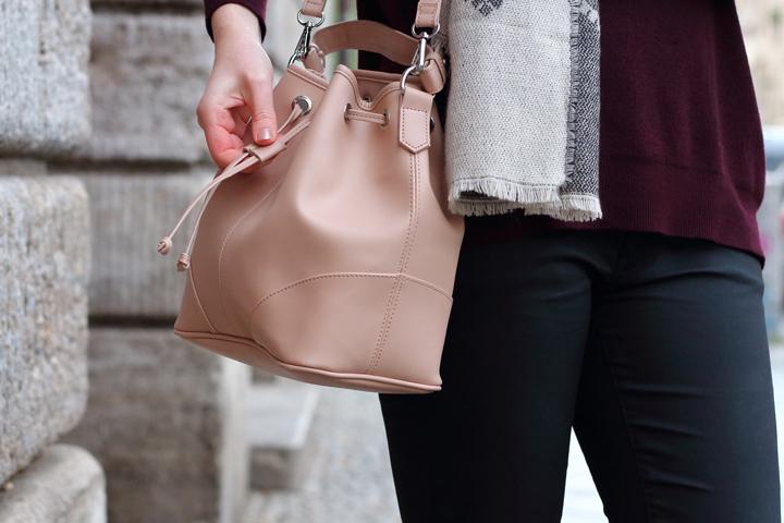 justmyself-fashionblog-winteroutfit-schwarze-jeans-mavi-pullover-bordeaux-schal-grau-gemustert-ankle-boots-1