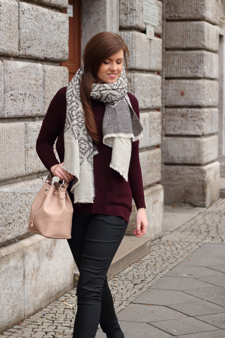justmyself-fashionblog-winteroutfit-schwarze-jeans-mavi-pullover-bordeaux-schal-grau-gemustert-ankle-boots-2