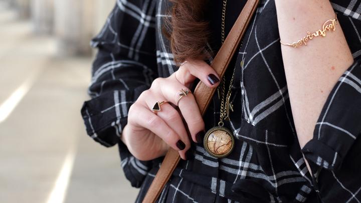 justmyself-fashionblog-blusenkleid-schwwarz-weiss-karriert-hm-boots-dorethy-perkens-herbstoutfit-braune-umhaengetasche-fransen-10