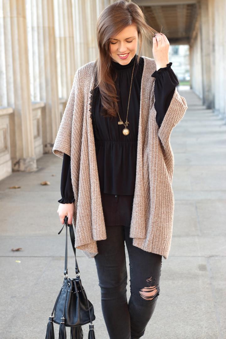 justmyself-all-black-volannt-bluse-mango-cardigan-forever21-ripped-jeans-stiefeletten-zara-3