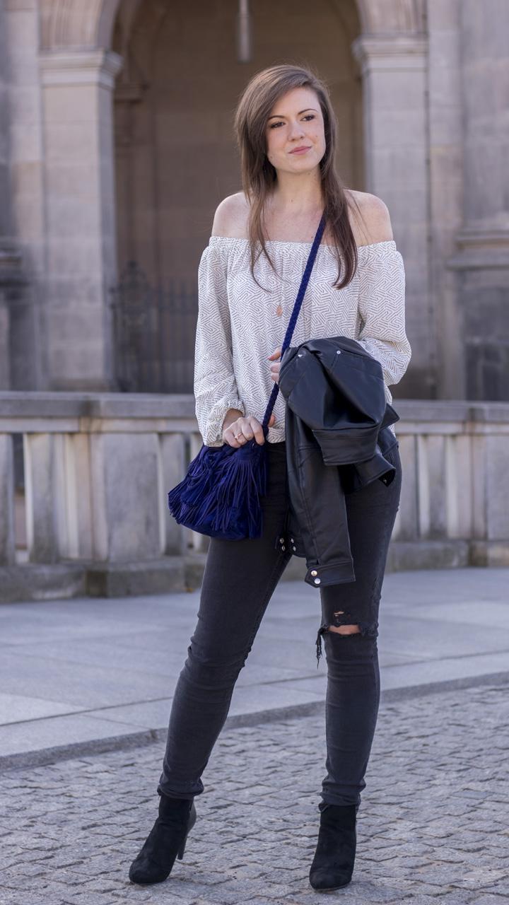 JustMyself-Fashionblog-Deutschland-Off-Shoulder-Bluse-Forever21-ripped-jeans-ankle-boots-zara-lederjacke-frühlingsoutfit-6