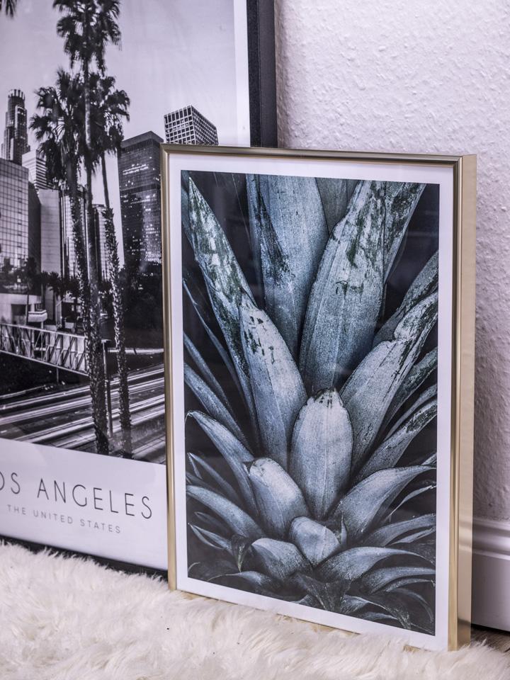 Desenio Poster Los Angeles Ananas Poster goldener Bilderrahmen