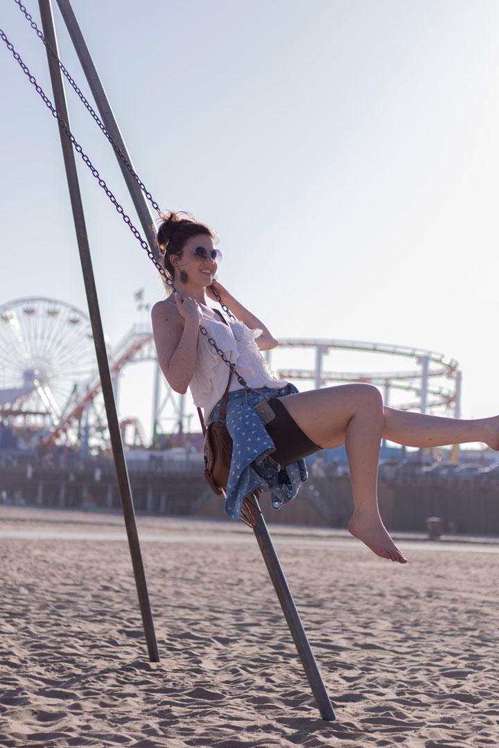 one teapoon shorts palmenprint jeanshemd santa monica beach schaukel los angeles fashionblog