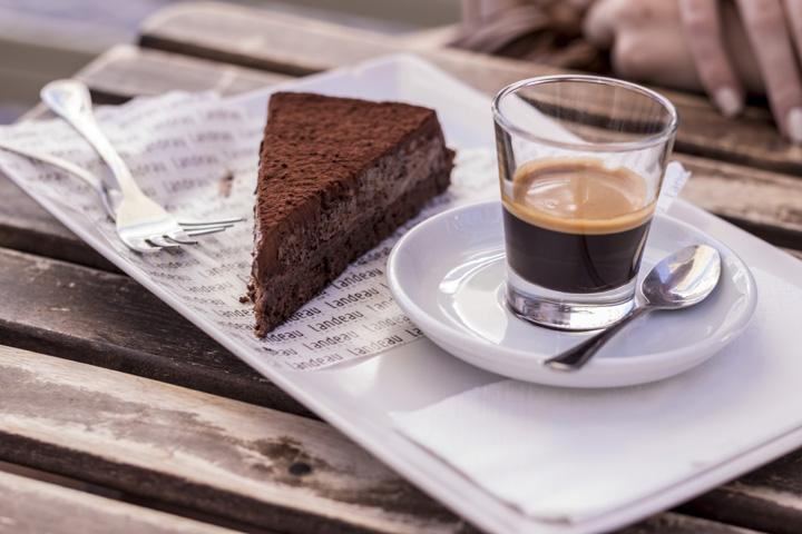Justmyself-Travelblog-lissabon-portugal-travel-diary-LX-Factory-landeau-chocolate-schokoladenkuchen