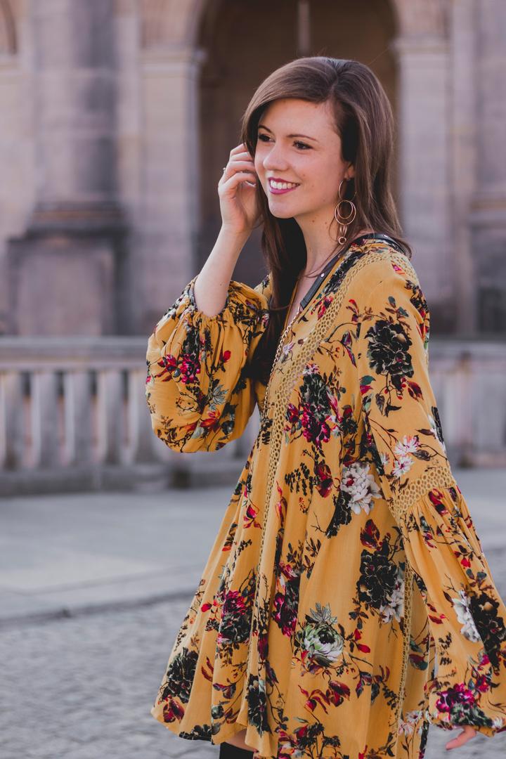gelbes-kleid-little-lace-schwarze-overknees-rebecca-minkoff-mini-mac-herbstoutfit-berlin-streetstyle-fashionblog