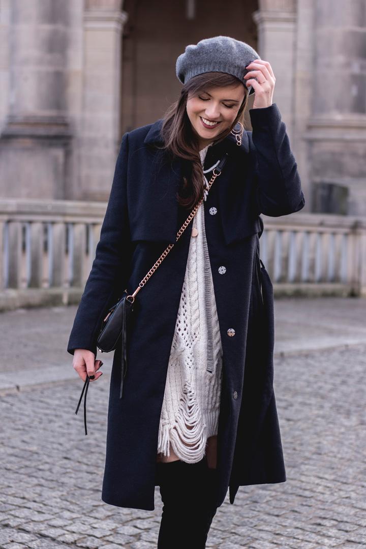 Winteruniform - dunkelblauer Wintermantel von Reserved